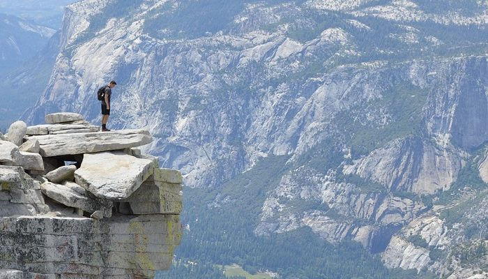 Dream of Falling off a Cliff – Meaning and Interpretation